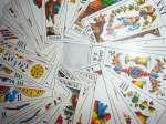 Η κάρτα που αντιστοιχεί στην ημέρα είναι το Επτά των Ξιφών