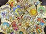 Η κάρτα της ημέρας είναι το Πέντε των Ράβδων